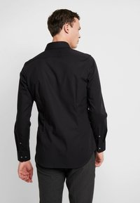 Seidensticker - SLIM FIT SPREAD KENT PATCH - Formal shirt - black - 2