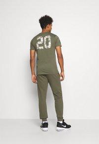 New Era - NFL DIGI  - Club wear - mottled olive - 2