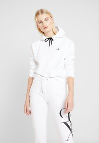 Calvin Klein Jeans - EMBROIDERY HOODIE - Sweat à capuche - bright white - 0
