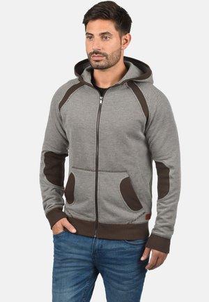STUART - Zip-up hoodie - coffee brown
