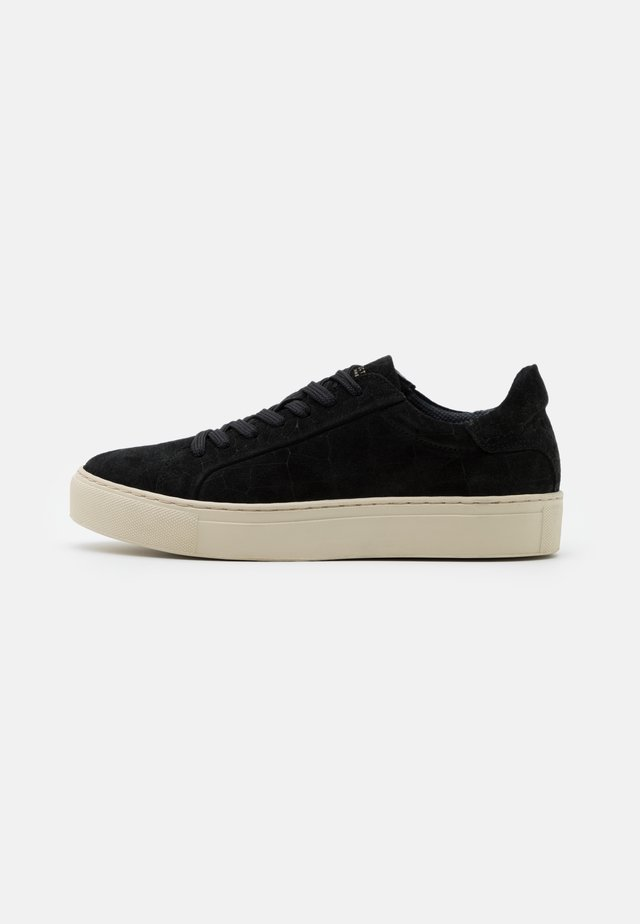 SLFDONNA NEW CROCO TRAINER - Baskets basses - black