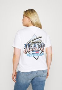 Tommy Jeans Curve - VINTAGE TEE - Print T-shirt - white - 2