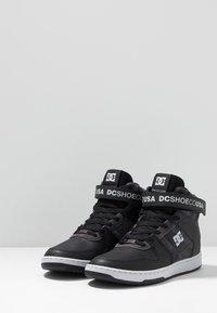 DC Shoes - PENSFORD SE - Skatesko - black/grey/red - 2
