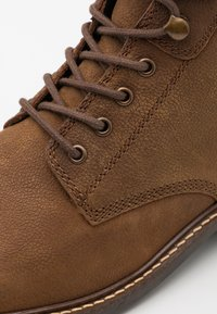Barbour - WOLSINGHAM - Šněrovací kotníkové boty - teak - 5