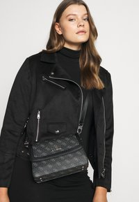 Guess - CAMY CROSSBODY FLAP - Across body bag - coal multi - 0