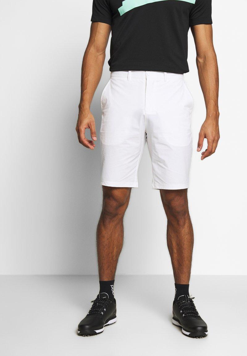 Lyle & Scott - GOLF TECH SHORTS - Sportovní kraťasy - white