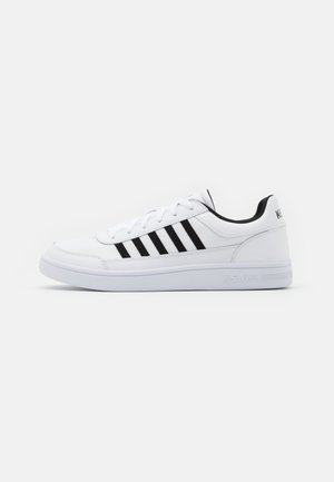 COURT CHASSEUR - Trainers - white/black