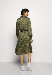 Twist & Tango - LISA DRESS - Košilové šaty - greyish green - 2
