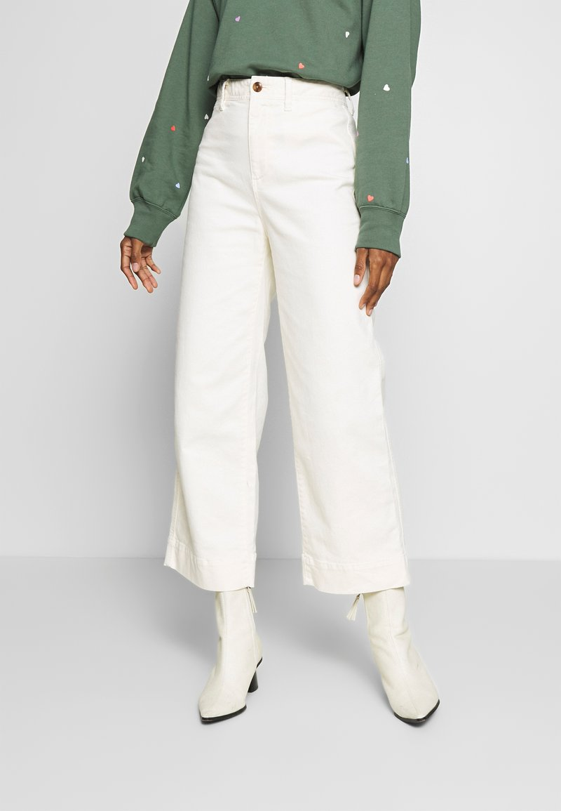 GAP - WIDE LEG CHINO SOLID - Flared Jeans - ivory frost