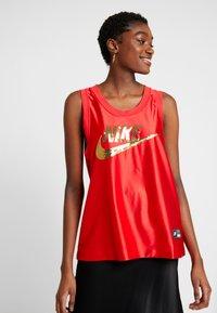 Nike Sportswear - Top - university red/metallic gold - 0