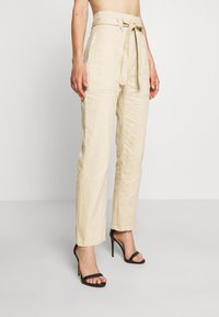 Missguided - PAPERBAG WAIST BELTED TROUSERS - Trousers - beige - 0
