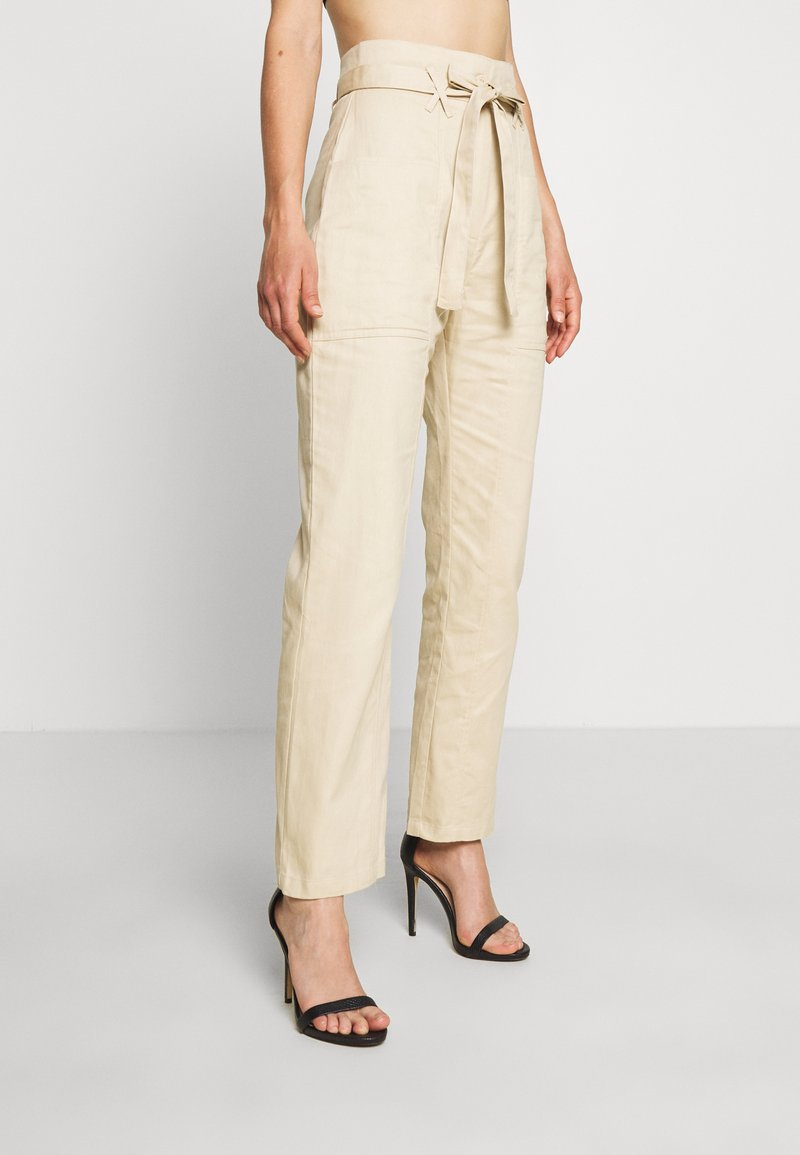 Missguided - PAPERBAG WAIST BELTED TROUSERS - Trousers - beige
