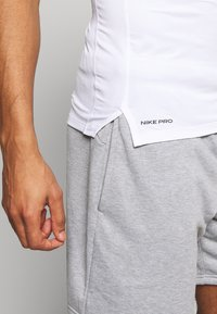 Nike Performance - Basic T-shirt - white - 3