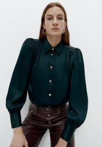 Uterqüe - Button-down blouse - green - 0