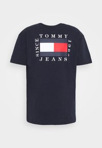 Tommy Jeans - BOX FLAG TEE - Print T-shirt - blue - 7
