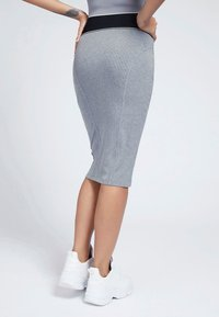 Guess - KAYLA SKIRT - Pencil skirt - grau - 2
