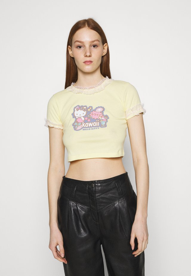CROP TEE - T-shirts med print - yellow