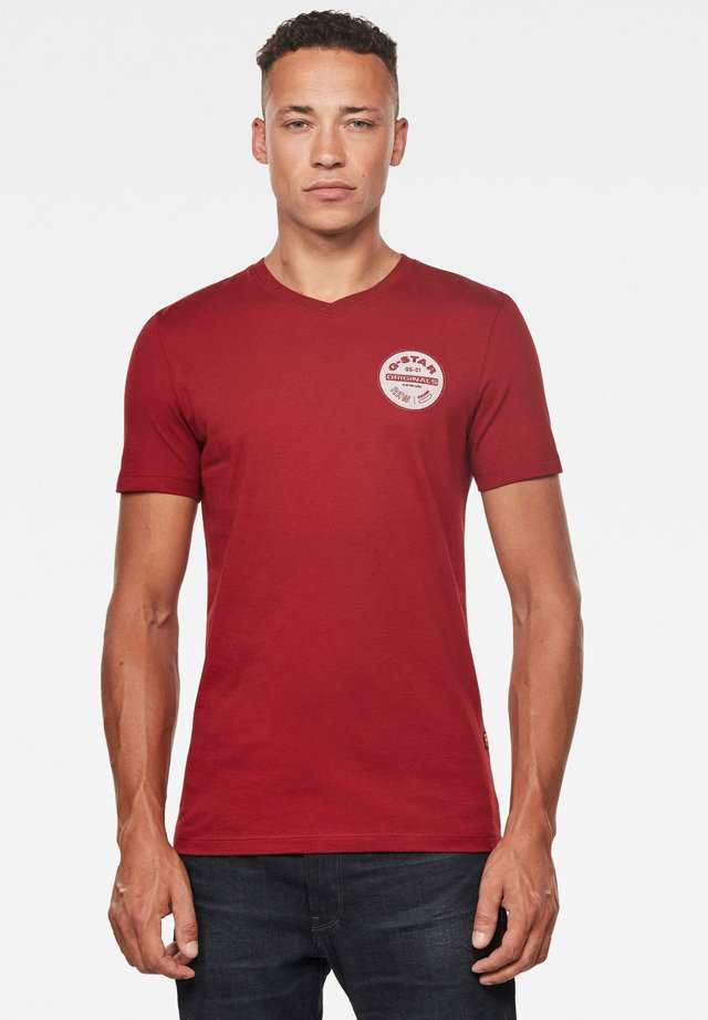 ORIGINALS LOGO SLIM ROUND SHORT SLEEVE - Print T-shirt - dry red
