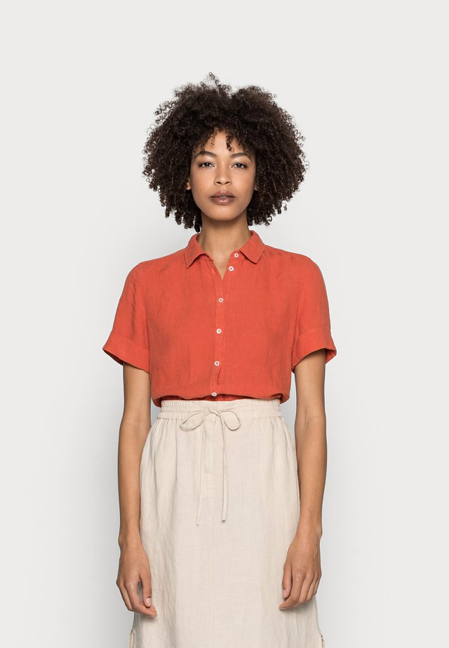 SHORT SLEEVED BUTTON THROUGH STYLE - Camisa - burnt orange