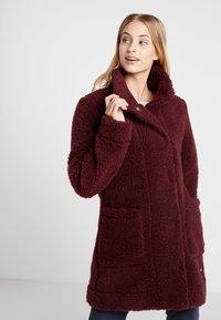 Bergans - OSLO LOOSE FIT - Zimní kabát - zinfandel red melange - 0