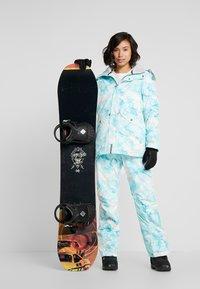 Rojo - ADVENTURE AWAITS PANT - Pantaloni da neve - light blue - 1