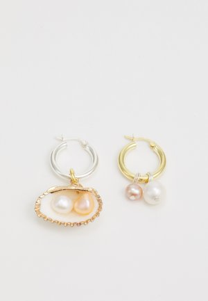 DROP IT LIKE ITS HOT EARRINGS - Náušnice - gold-coloured