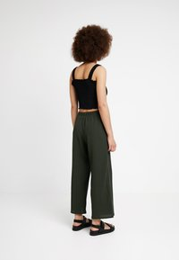 Weekday - LULA TROUSERS - Kalhoty - dark green - 2