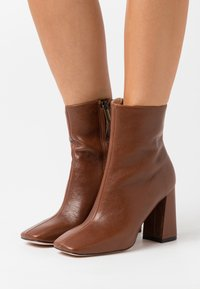 Bianca Di - High heeled ankle boots - brown - 0