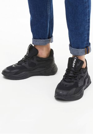 Baskets basses - puma black