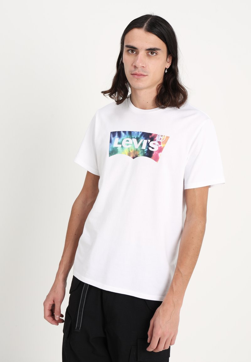 Levi's® - HOUSEMARK GRAPHIC TEE - T-shirt med print - white