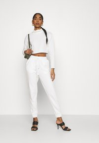 Glamorous - TED TROUSERS WITH FRONT TIE DETAIL - Tracksuit bottoms - cream - 1