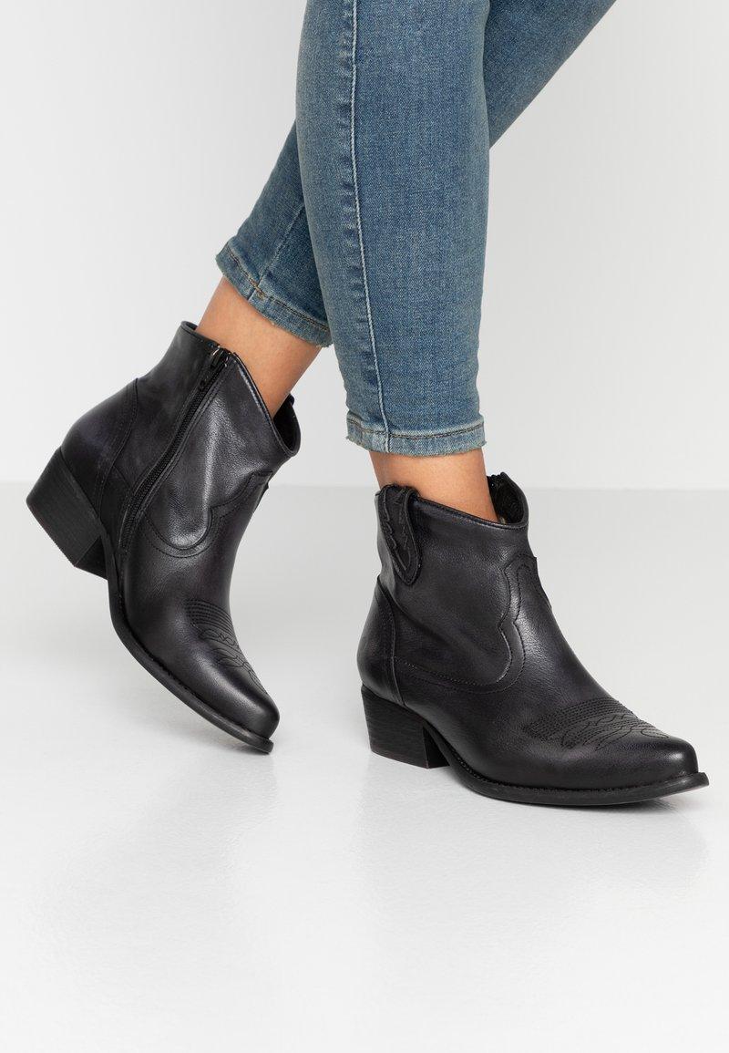 Felmini Wide Fit - WEST - Cowboy/biker ankle boot - lavado black