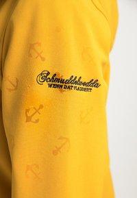 Schmuddelwedda - MIT MAGIC-PRINT - Outdoorová bunda - curry - 4