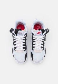 Jordan - MA2 UNISEX - Koripallokengät - white/black/university red/light smoke grey/praline - 3