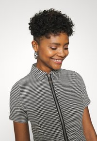 The Ragged Priest - HOUNDSTOOTH SHIRT DRESS STRAPPED POCKETS - Day dress - black/white - 3