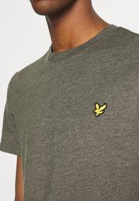 Lyle & Scott - MARLED - T-shirt - bas - trek green marl - 5