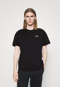 EA7 Emporio Armani - Print T-shirt - black/multicolor - 0