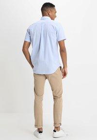 GANT - BROADCLOTH GINGHAM SLIM - Shirt - capri blue - 2