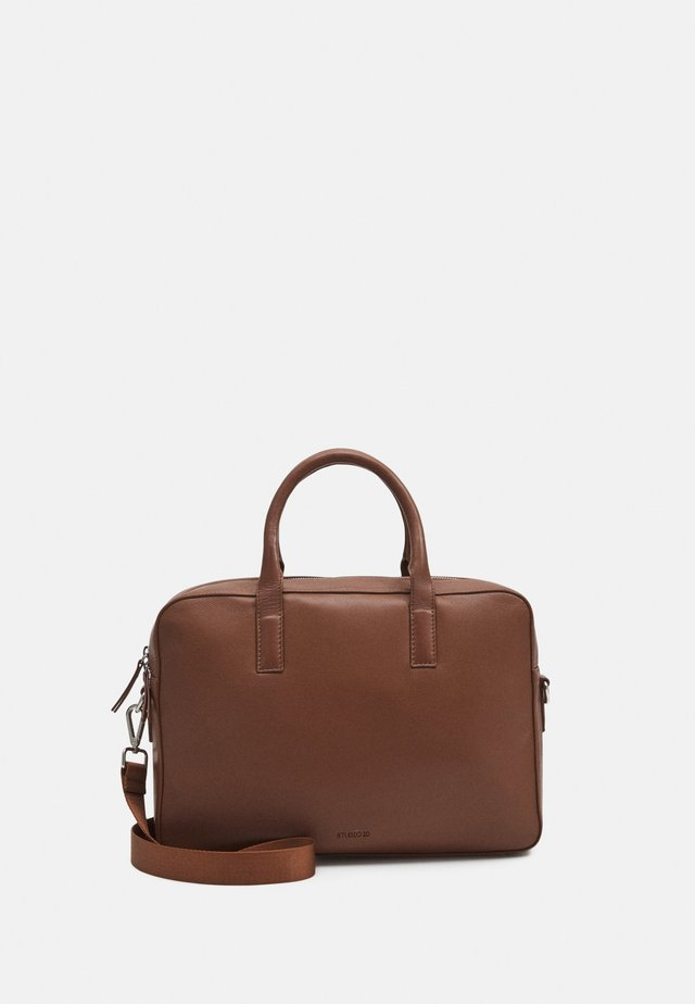 BRIEFCASE UNISEX - Stresskoffert - tan
