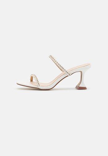 CAMMIE - Sandaler - white