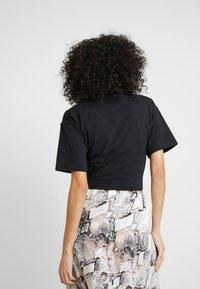 Nike Sportswear - T-paita - black/white - 2