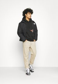 Calvin Klein Jeans - URBAN GRAPHIC LOGO HOODIE UNISEX - Bluza z kapturem - black - 1