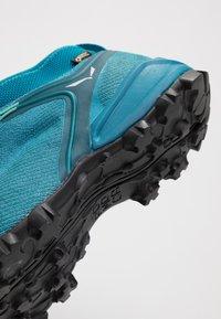 Salewa - ALPENVIOLET GTX - Climbing shoes - malta/lagoon green - 5