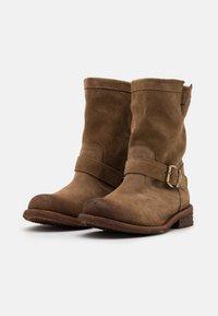 Felmini Wide Fit - GREDO - Cowboy/biker ankle boot - marvin stone - 2