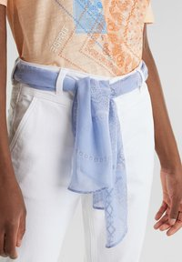 Esprit - ESPRIT DAS VIELSEITIGE BANDANA - HIER ALS GÜRTEL - GIBT DIESER W - Slim fit jeans - white - 6