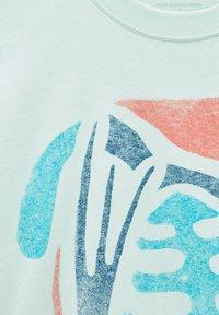 PULL&BEAR - NATURAL VIBES - Print T-shirt - light blue - 5
