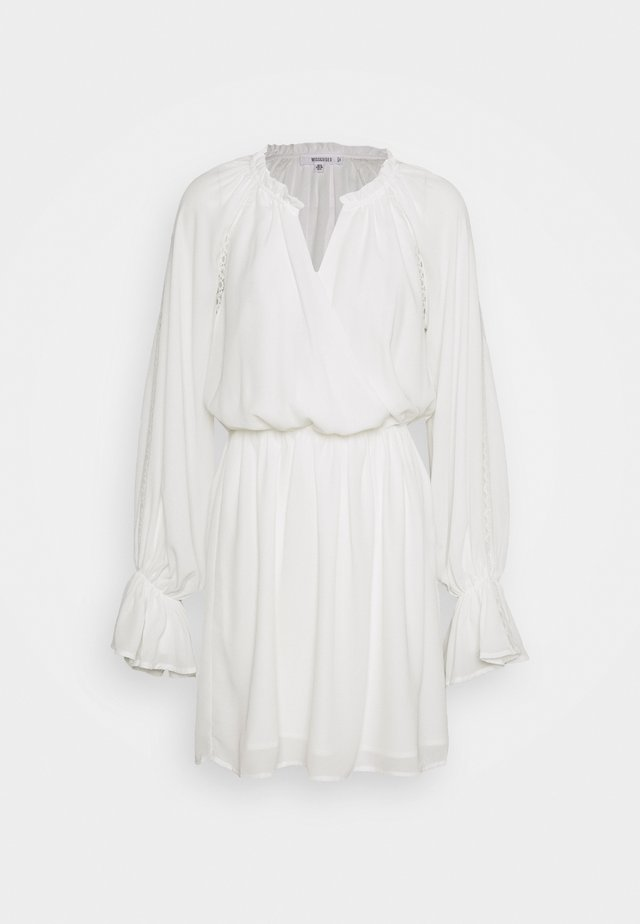 PLUNGE PANELLED MINI DRESS - Hverdagskjoler - white