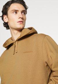 Carhartt WIP - HOODED ASHLAND - Jersey con capucha - dusty brown - 5