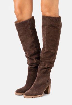 Kozačky nad kolena - dark brown