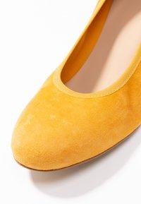 PERLATO - Classic heels - saffron - 2